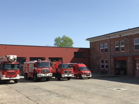 Neuer Anbau an der LEAG-Hauptfeuerwache beherbergt den Fuhrpark der Feuerwehr des Tagebaus Welzow-Süd, Foto: LEAG