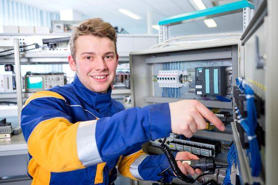 LEAG-Azubi Elektroniker, Foto: LEAG