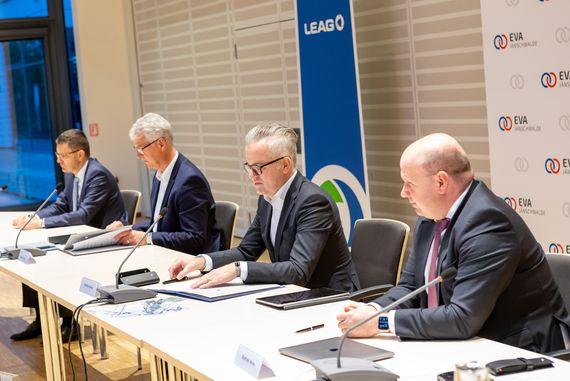 Vertreter von Veolia und LEAG bei der Vertragsunterzeichnung, Foto: LEAG