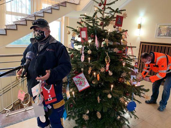Mitarbeiter des Technischen Service Bergbau erfüllten über 130 Kinder-Weihnachtswünsche, Foto: LEAG