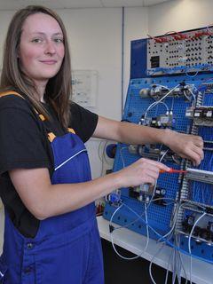 Daniela Blümel, Auszubildende zur Mechatronikerin