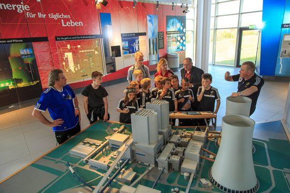 Besucher im LEAG Kraftwerk Lippendorf bei einer Besichtigung