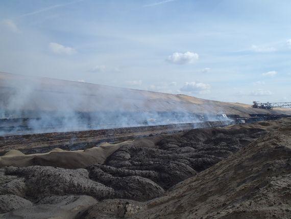 Letzte Brandherde im Kohleflöz des Tagebaus Reichwalde, Foto: LEAG