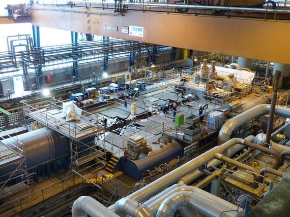 Kontrolle und Überholung von Teilen für die Niederdruck-Turbine.