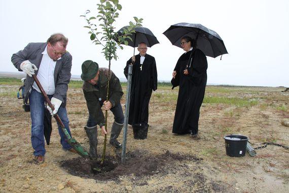 Apfelbaumpflanzung zum Ökumenischen Tag der Schöpfung 2017