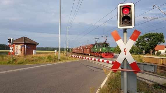 Bahnübergang Koppatz Richtung Roggosen, Foto: LEAG
