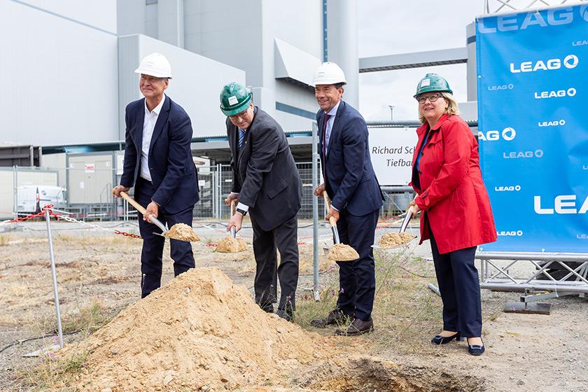 BigBattery Lausitz Grundsteinlegung mit Bundesumweltministerin Svenja Schulze und Brandenburgs Wirtschaftsminister Jörg Steinbach